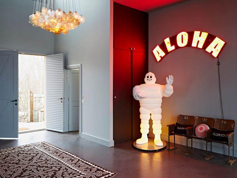 The-Lakes-Hallway-art-sculpture