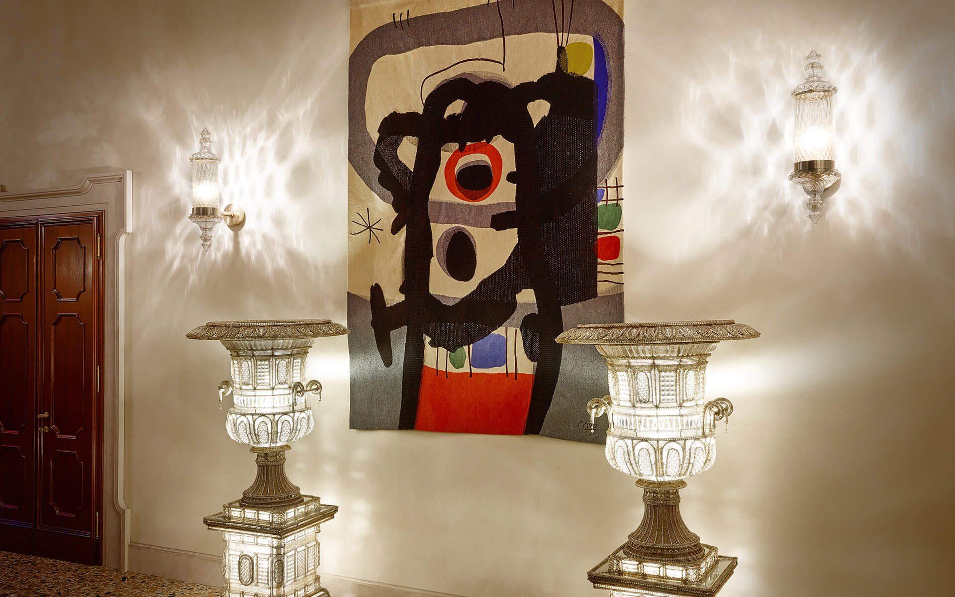 Venice-Gallery-wall-painting-lighting