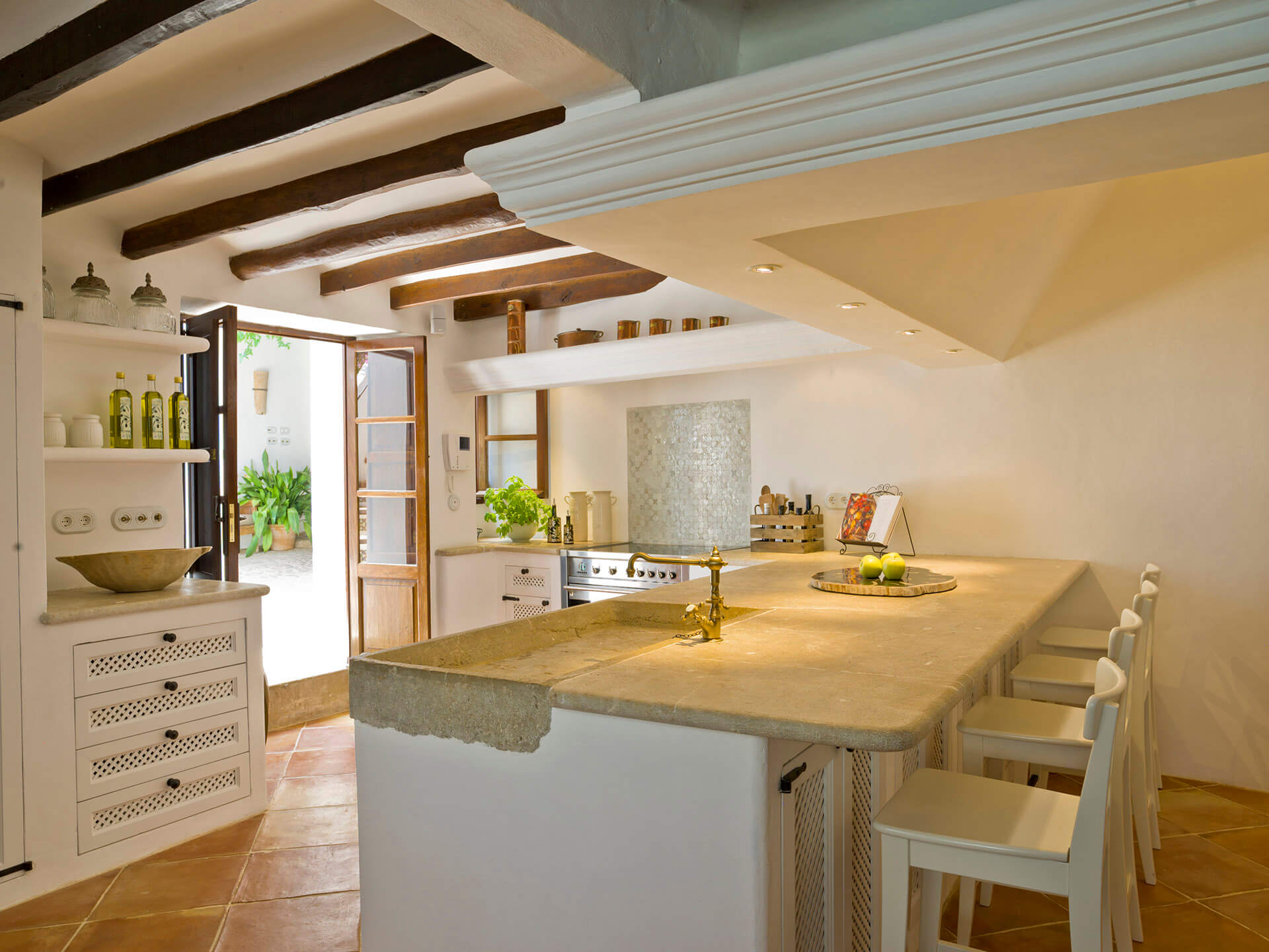 Mallorca-Kitchen-breakfast-bar-interior
