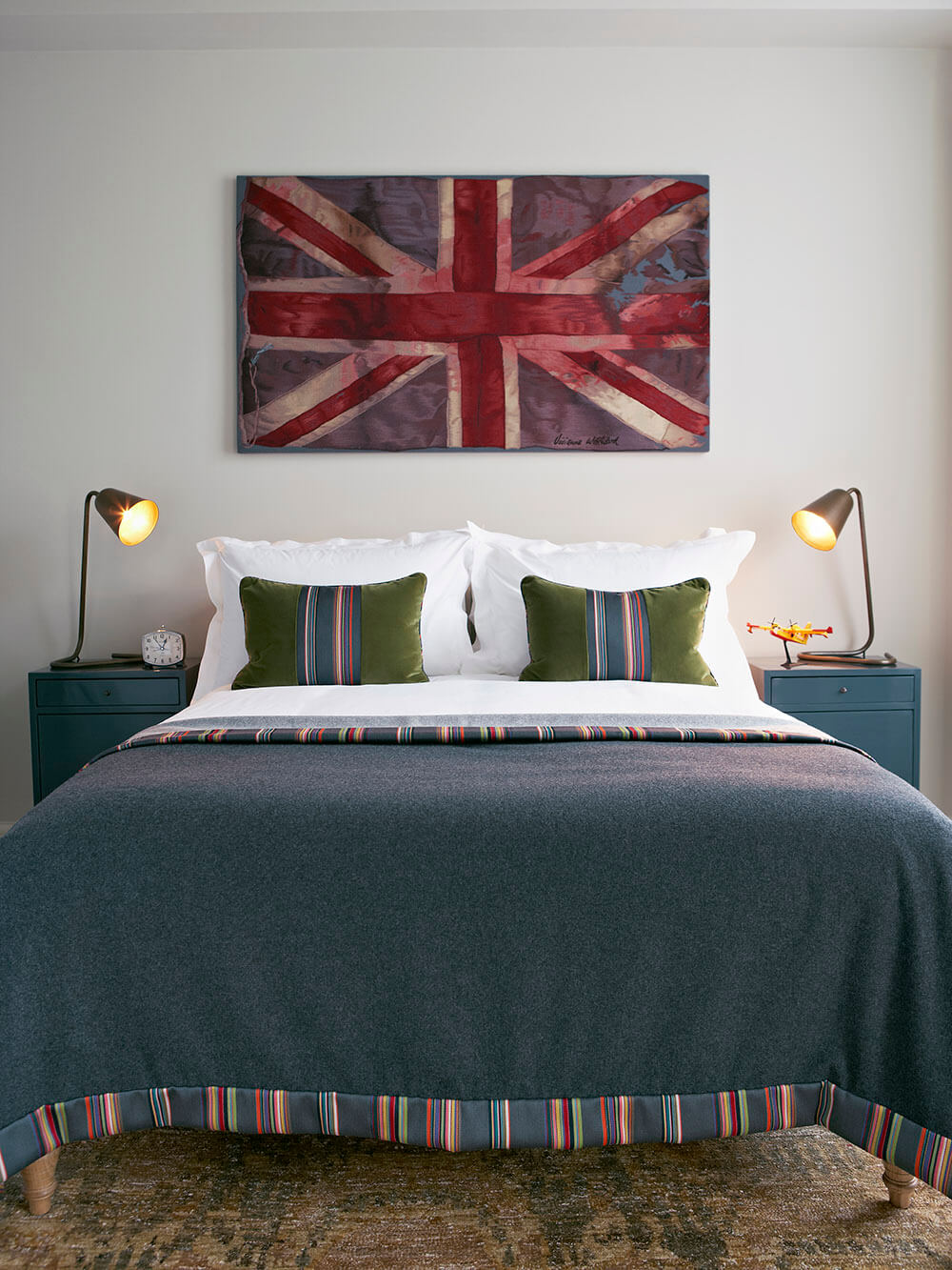 Trevor-Square-SW3-Bedroom-Union-Jack-Flag