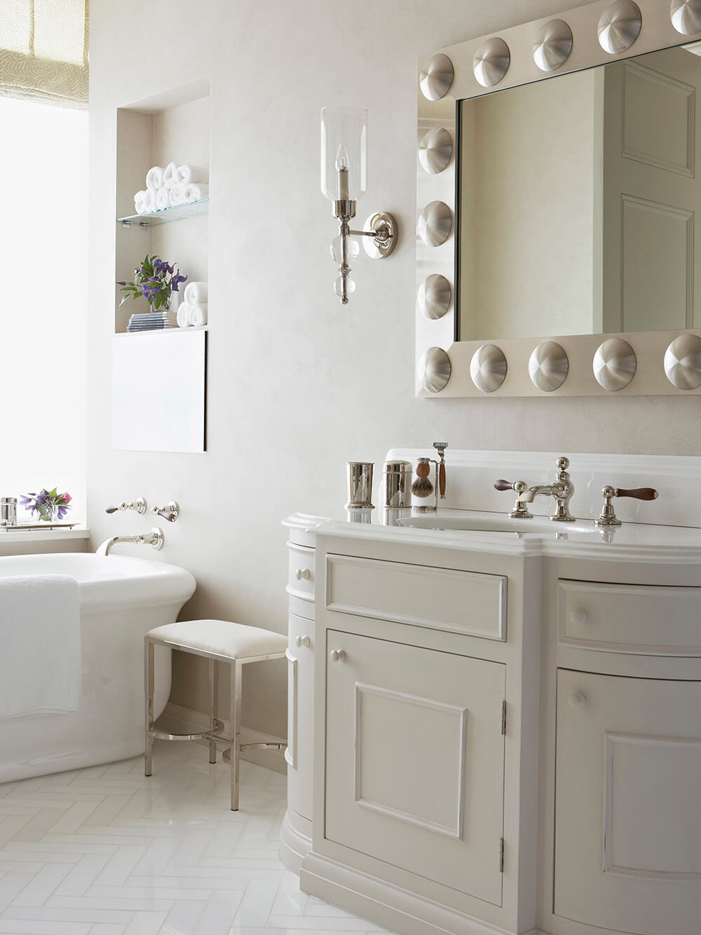 Trevor-Square-SW3-white-Bathroom-mirror