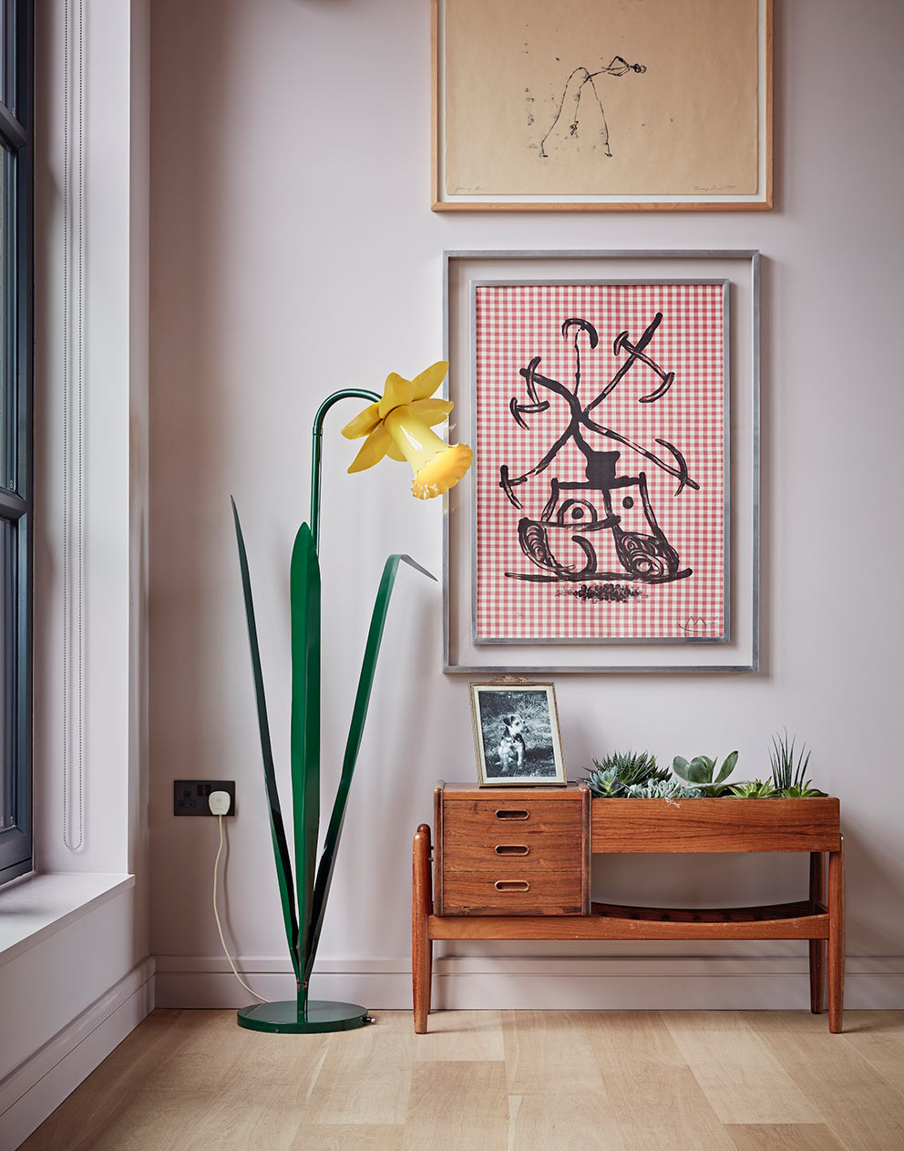 West London pied-a-terre kitsch daffodil lamp